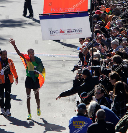 Gebre Gebremariam Gebre Gebremariam, of Ethiopia, greets the crowd after winning the men's division in the New York City Marathon in New York