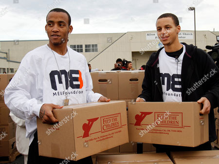 Monta Ellis, Stephen Curry Golden State Warriors' Monta Ellis, left, and Stephen Curry unload boxes of food for needy families, in Oakland, Calif. Ellis and Curry are teaming with international hunger relief organization Feed The Children to provide 800 local families with boxes of food and personal care items. With financial backing from Curry & Ellis, Feed The Children brought two semi tractor-trailers full of food and other essentials to Allen Temple, where each of the pre-identified families received their items