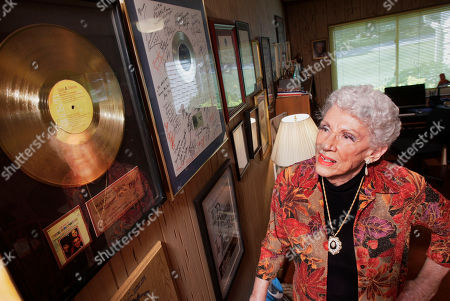 Obituary - Maxine Brown, Country Singer, dies aged 87