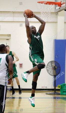 Jermaine O'Neal, Glen Davis Boston Celtics forward Jermaine O'Neal, right, gets past forward Glen Davis, left, as he goes up for a dunk during their practice at the team's training camp at Salve Regina University in Newport, R.I