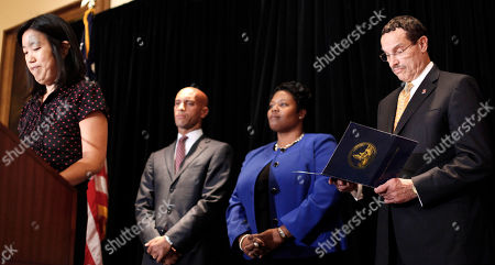Michelle Rhee, Vincent Gray, Adrian Fenty, Kaya Henderson DC Schools Chancellor Michelle A. Rhee, left, accompanied by, from second from left, Washington Mayor Adrian Fenty, Deputy Chancellor Kaya Henderson, and DC City Council chairman and Democratic Mayoral candidate Vincent Gray, announces in Washington, that she is resigning. Rhee will be replaced by Henderson
