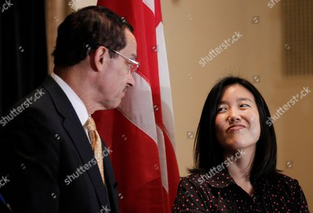 Michelle A. Rhee, Vincent C. Gray DC Schools Chancellor Michelle Rhee, right, listen to DC City Council chairman and Democratic Mayoral candidate Vincent Gray, left, during an announcement that she is resigning, in Washington