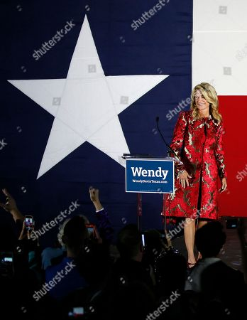 Wendy Davis, Election Texas Democratic gubernatorial candidate Wendy Davis smiles at cheering supporters as she arrives to make her concession speech at her election watch party in Fort Worth, Texas on