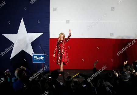 Wendy Davis, Election Texas Democratic gubernatorial candidate Wendy Davis waves to supporters as she arrives to make her concession speech at her election watch party, in Fort Worth, Texas