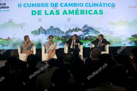 Governors Kathleen Wynne (Canada), Patricia Espinoza (ONU), Aristóteles Sandoval (Mexico), and Peter Elliot Shumlin (Vermont) during the panel of governors of North America, of the Second Climate Change Summit of the Americas in Guadalajara, Mexico