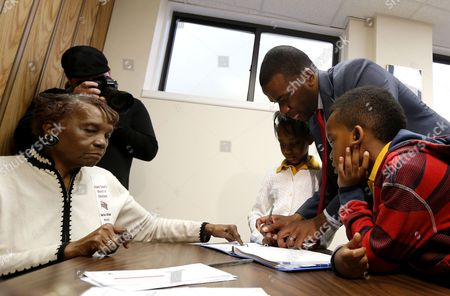 Shavar Jeffries, Naomi Jeffries, Kaleb Jeffries Newark mayoral candidate Shavar Jeffries, top right, signs in to vote while his children, Naomi Jeffries, 7, back, and Kaleb Jeffries, 9, look, in Newark, N.J. Tuesday's election will decide whether Jeffries, a former state assistant attorney general, or his opponent, City Councilman Ras Baraka, will take over the seat Cory Booker occupied from 2006 until October 2013, when he won a special election to succeed U.S. Sen. Frank Lautenberg, who died in office