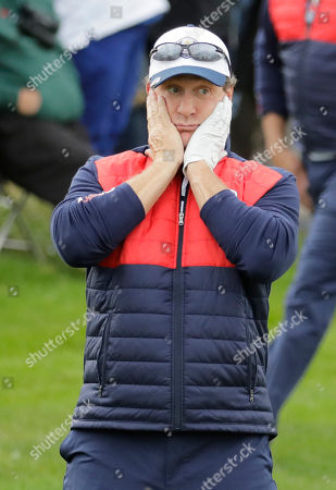 United States' Jeremy Roenick reacts on the first hole during the celebrity match at the Ryder Cup golf tournament, at Hazeltine National Golf Club in Chaska, Minn