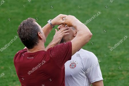 Frank Ribery FC Bayern Munich player Frank Ribery gets eye drops applied during a training session ahead of Wednesday's Champions League soccer match between Atletico de Madrid and Bayern Munich, in Madrid, Spain