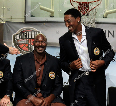 Karl Malone, Scottie Pippen Basketball Hall of Fame inductees Karl Malone, left, and Scottie Pippen react during the enshrinement news conference at the Hall of Fame Museum in Springfield, Mass