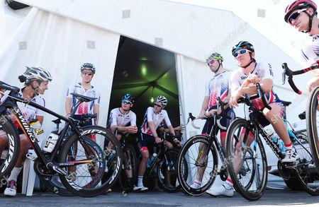 Great Britain team pictured before a practice ride, from left, Lizzie Deignan, Dani King, Ben Swift, Luke Rowe, Dan McLay, Geraint Thomas and Scott Thwaites.