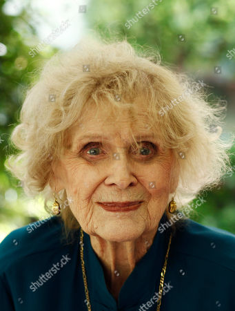 Gloria Stuart Actress Gloria Stuart poses for a portrait in Los Angeles