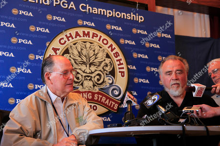 Golf course architect Pete Dye, left, and Herbert V . Kohler Jr., chairman and CEO of Kohler Co., speak at a news conference during the first round of the PGA Championship golf tournament, at Whistling Straits in Haven, Wis
