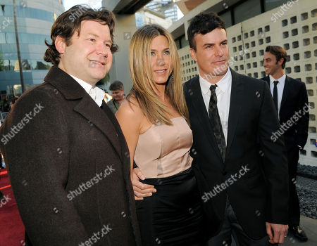 "Jennifer Aniston, Will Speck, Josh Gordon Jennifer Aniston, center, poses with ""The Switch"" co-directors Josh Gordon, left, and Will Speck at the premiere of the film ""The Switch"" in Los Angeles"