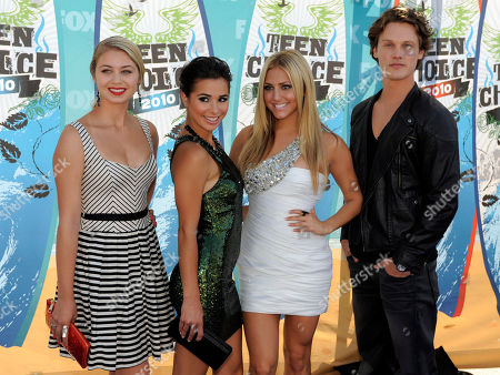 Ayla Kell, Josie Loren, Cassie Scerbo, Zach Abel Ayla Kell, Josie Loren, Cassie Scerbo and Zach Abel arrive at the Teen Choice Awards on in Universal City, Calif
