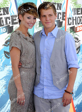 Kimberly Wyatt, Kevin Schmidt Kimberly Wyatt and Kevin Schmidt arrives at the Teen Choice Awards on in Universal City, Calif