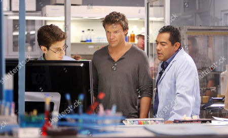"Jordan Wall, Matt Passmore, Carlos Gomez In this June 17, 2010 photo actors, from left, Jordan Wall, Matt Passmore and Carlos Gomez rehearse for an episode of ""The Glades"" in Pembroke Park, Fla., . ""The Glades,"" a new police drama featuring a Chicago homicide detective who relocates to the fictional town of Palm Glade, Fla., will premiere on A&E Network Sunday, July 11 at 10 p.m. EST"