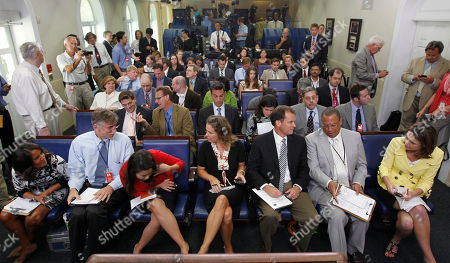 Jennifer Loven, Susan Malvo, Matt Spetalnick, Yunji de Nies, Chip Reid, Wendall Goler, Savannah Guthrie Associated Press White House Correspondent Jennifer Loven, in the center seat, and others, prior to the start of the daily press briefing in the James Brady Press Briefing Room of the White House in Washington, Tuesday, Aug., 3, 2010. Front row, from left are CNN's Suzanne Malveaux, Reuters Correspondent Matt Spetalnick, ABC's Yunji de Nies, Loven, CBS's Chip Reid, FOX's Wendell Goler and MSNBC's Savannah Guthrie