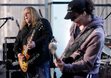 """Warren Haynes, Jorgen Carlsson Lead singer Warren Haynes, left, and bassist Jorgen Carlsson, of the group Gov't Mule, perform on the """"Imus in the Morning"""" program on the Fox Business Network, in New York"""