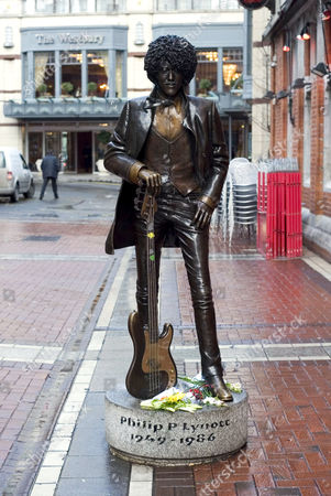 Flowers decorating the statue of Thin Lizzy's front man, Phil Lynott, who died 21 years ago on 4th January 1986, at the age of thirty-six of heart failure and pnuemonia, following a heroin overdose, Dublin, Eire