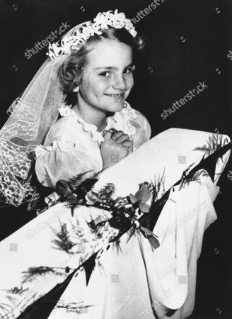 Patty Hearst Picture shows the kidnapped Patricia Hearst at her communion in an undated photo