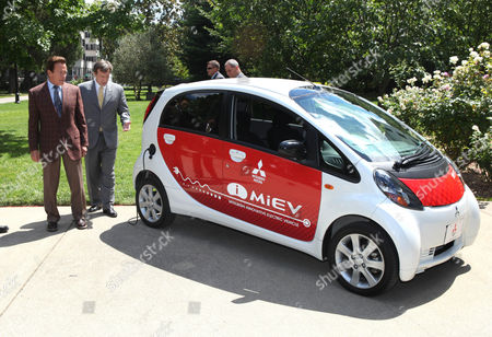 Mistubishi Motors of America engineer David Patterson, second from left, explains the features of the 2011 Mitsubishi i-MiEV (Mitsubishi Innovative Electric Vehicle) to California Gov. Arnold Schwarzenegger outside the Capitol in Sacramento, Calif