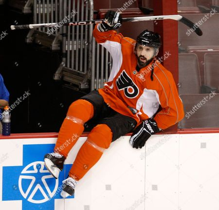 Ian Laperriere Philadelphia Flyers center Ian Laperriere climbs over the boards during a workout, in Philadelphia. The Flyers beat the Chicago Blackhawks 4-3 in overtime in Game 3 of the NHL Stanley Cup hockey finals Wednesday. Game 4 is scheduled to be played Friday with the Blackhawks leading the series 2-1