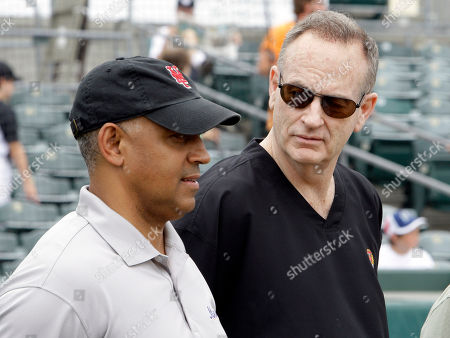 Omar Minaya, Bill O'Reilly Television personality Bill O' Reilly, right, talks with New York Mets general manager Omar Minaya during batting practice before the spring training baseball game with the Florida Marlins in Jupiter, Fla