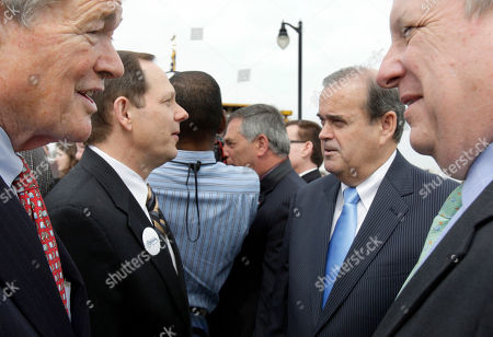 """Christopher """"Kit"""" Bond, Richard Durbin, Francis Slay, Jerry Costello Sen. Christopher """"Kit"""" Bond, R-Mo., left, talks with Sen. Richard Durbin, D-Ill., right, as St. Louis Mayor Francis Slay, second from left, talks with Rep. Jerry Costello, D-Ill., second from right, during a groundbreaking ceremony for a $670 million Mississippi River bridge connecting Illinois and Missouri, in St. Louis. Construction is being paid for by a mix of state funds and $239 million in federal cash for the four-lane bridge which is expected to open by 2014 and carry about 40,000 vehicles a day"""