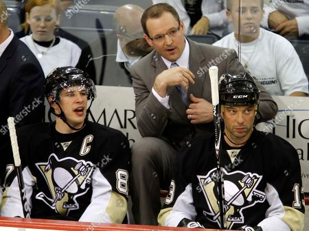 Sidney Crosby, Dan Bylsma, Bill Guerin Pittsburgh Penguins' Sidney Crosby, bottom left, talks with coach Dan Bylsma, center, between shifts during the first period of a first-round NHL playoff hockey game against the Ottawa Senators in Pittsburgh, . The Penguins won 2-1. Penguins' Bill Guerin, right, looks on