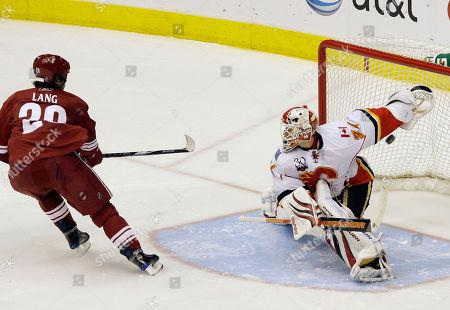 Robert Lang, Miikka Kiprusoff Phoenix Coyotes' Robert Lang (20), of the Czech Republic, scores against Calgary Flames' Miikka Kiprusoff, of Finland, in the shootout of an NHL hockey game, in Glendale, Ariz. The Coyotes defeated the Flames 3-2 in a shootout