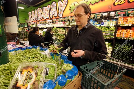 Food Living On Food Stamps Restaurant owner and chef Bill Telepan shops in the produce section of New York's Fairway market, . Telepan approached the food stamp challenge with the same sustainable eating philosophy he uses at his restaurant. He favors high-quality, unprocessed ingredients (organic when possible) and plenty of from-scratch cooking