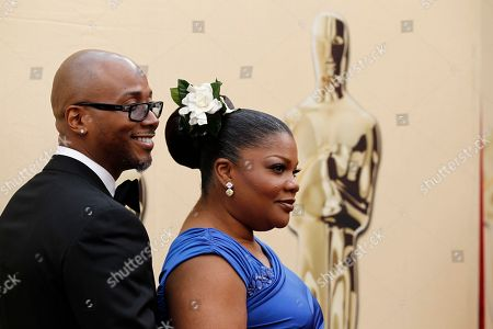 Mo'Nique, Sidney Hicks Mo'Nique arrives with her husband, Sidney Hicks at the 82nd Academy Awards, in the Hollywood section of Los Angeles
