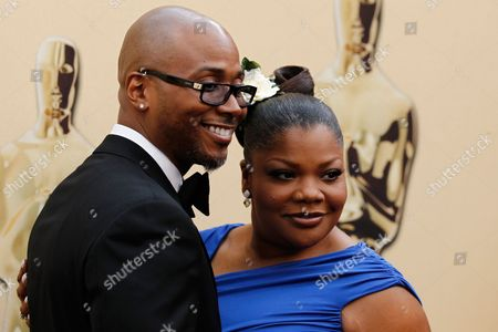 Mo'Nique, Sidney Hicks Mo'Nique and her husband Sidney Hicks arrives during the 82nd Academy Awards, in the Hollywood section of Los Angeles