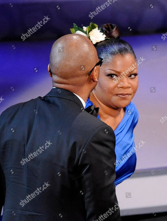 """Mo'Nique,Sidney Hicks Mo'Nique, right, looks at her husband Sidney Hicks as she goes on stage to accept the Oscar for best performance by an actress in a supporting role for """"Precious: Based on the Novel 'Push' by Sapphire"""" at the 82nd Academy Awards, in the Hollywood section of Los Angeles"""