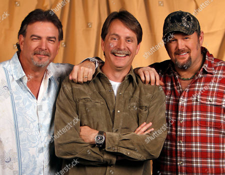 Bill Engval, Jeff Foxworthy, Larry the Cable Guy Blue Collar commedians Bill Engvall, left, Jeff Foxworthy, center, and Larry the Cable Guy are shown on in Nashville, Tenn