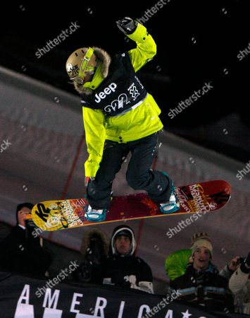 Gretchen Bleiler Gretchen Bleiler of Aspen, Colo., hangs over the crowd on her way to winning the women's superpipe final at the Winter X Games at Buttermilk Mountain outside Aspen, Colo., on