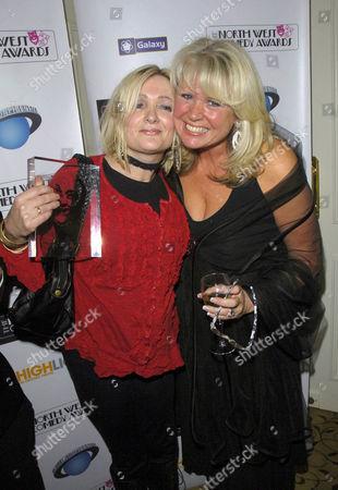 Caroline Aherne and Les Dawson' widow Tracey. Caroline won the 'Les Dawson Award' wich rewards exceptional services to North West comedy