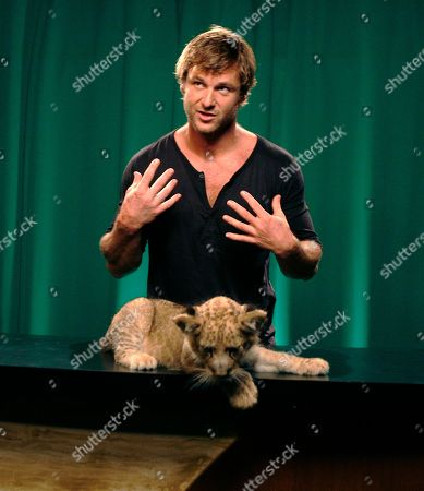 """Dave Salmoni Dave Salmoni who is Animal PlanetÕs large predator expertl, talks with a lion cub named Shera in New York, . SalmoniÕs new show """"Into the Pride"""" premieres this week"""