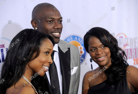 Terrell Owens, Kita Williams, Monique Jackson Terrell Owens, center, arrives with Kita Williams and Monique Jackson at the 2009 Fox Reality Channel Really Awards in Los Angeles