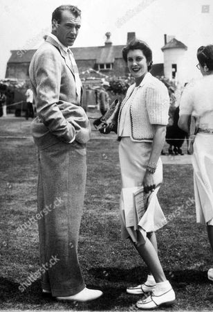Undated photo of American film star Gary Cooper and his wife Sandra Shaw at the Southampton Kennel's Club dog show, Southampton, N.Y