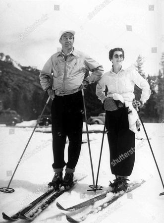 Undated photo of American film Star Gary Cooper and his wife Sandra Shaw skiing in Sun Valley, Idaho
