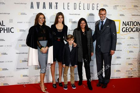 Chilean actress Carolina Parsons left, Paris mayor Anne Hidalgo, second right, Global Fundraising Chairman of the Leonardo DiCaprio Foundation (LDF), Milutin Gatsby right, and Gatsby's children pose for photographers during a photo call for the french premiere of the film 'Before the Flood', ('Avant Le Deluge') at Chatelet Theater in Paris