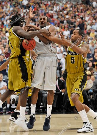 DeMarre Carroll, Leo Lyons, Stanley Robinson Missouri's DeMarre Carroll (1), left, and Missouri's Leo Lyons (5) battles Connecticut's Stanley Robinson (21) for the ball during the second half of a men's NCAA college basketball tournament regional final in Glendale, Ariz