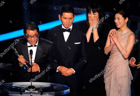 "Yojiro Takita,Masahiro Motoki, Kimiko Yo, Ryoko Hirosue Director Yojiro Takita, from left, Masahiro Motoki, Kimiko Yo and Ryoko Hirosue accept the Oscar for best foreign language film for ""Departures"" during the 81st Academy Awards, in the Hollywood section of Los Angeles"