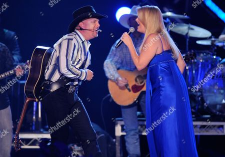 Stock Photo of Garth Brooks, Tricia Yearwood Garth Brooks and Tricia Yearwood perform at the 43rd Annual Academy of Country Music Awards, in Las Vegas