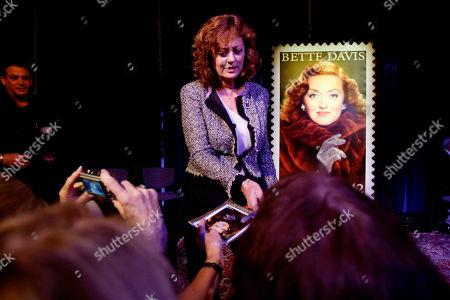 Susan Sarandon Actress Susan Sarandon signs autographs during a tribute to actress Bette Davis at Boston University in Boston