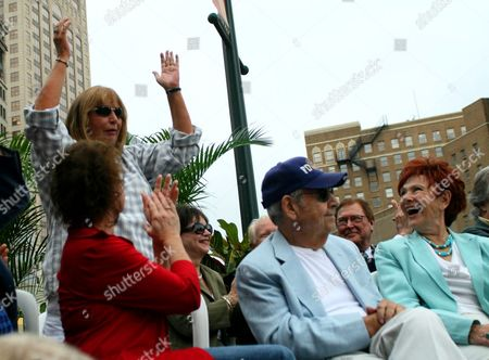 "Penny Marshall, Erin Moran, Cindy Williams, Tom Bosley, Marion Ross Penny Marshall, standing left, acknowledges the crowd as Erin Moran, left, Cindy Williams, third left, Tom Bosley and Marion Ross, right, attend an unveiling of a bronze statue of the ""Happy Days"" character Arthur Fonzarelli, also known as ""The Fonz,"", in Milwaukee, Wis. The program, which ran from 1974-1984, was based in Milwaukee"