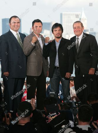 Richard Schaefer, Oscar De La Hoya, Manny Pacquiao, Bob Arum From left, De La Hoya promoter Richard Schaefer, Oscar De La Hoya, Manny Pacquiao, and Pacquiao's promoter Bob Arum pose for photographers during a press conference, in New York. De La Hoya and Pacquiao will square off in a 12-round welterweight bout on Saturday, Dec. 6, 2008, in Las Vegas