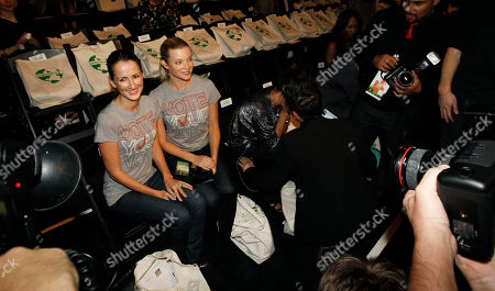 Amy Smart, Anna Getty Amy Smart, right, and Anna Getty pose for photographers before the Green Initiative Humanitarian Spring 2009 fashion show during Mercedes-Benz fashion week in Culver City, Calif. on