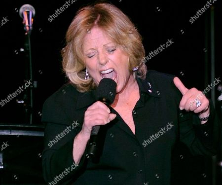 """Lesley Gore Lesley Gore performs at the ASCAP musical tribute which honored Quincy Jones with the ASCAP Pied Piper Award, in New York. Singer-songwriter Gore, who topped the charts in 1963 with her epic song of teenage angst, """"It's My Party,"""" and followed it up with the hits """"Judy's Turn to Cry,"""" and """"You Don't Own Me,"""" died of cancer, Monday, Feb. 16, 2015. She was 68"""